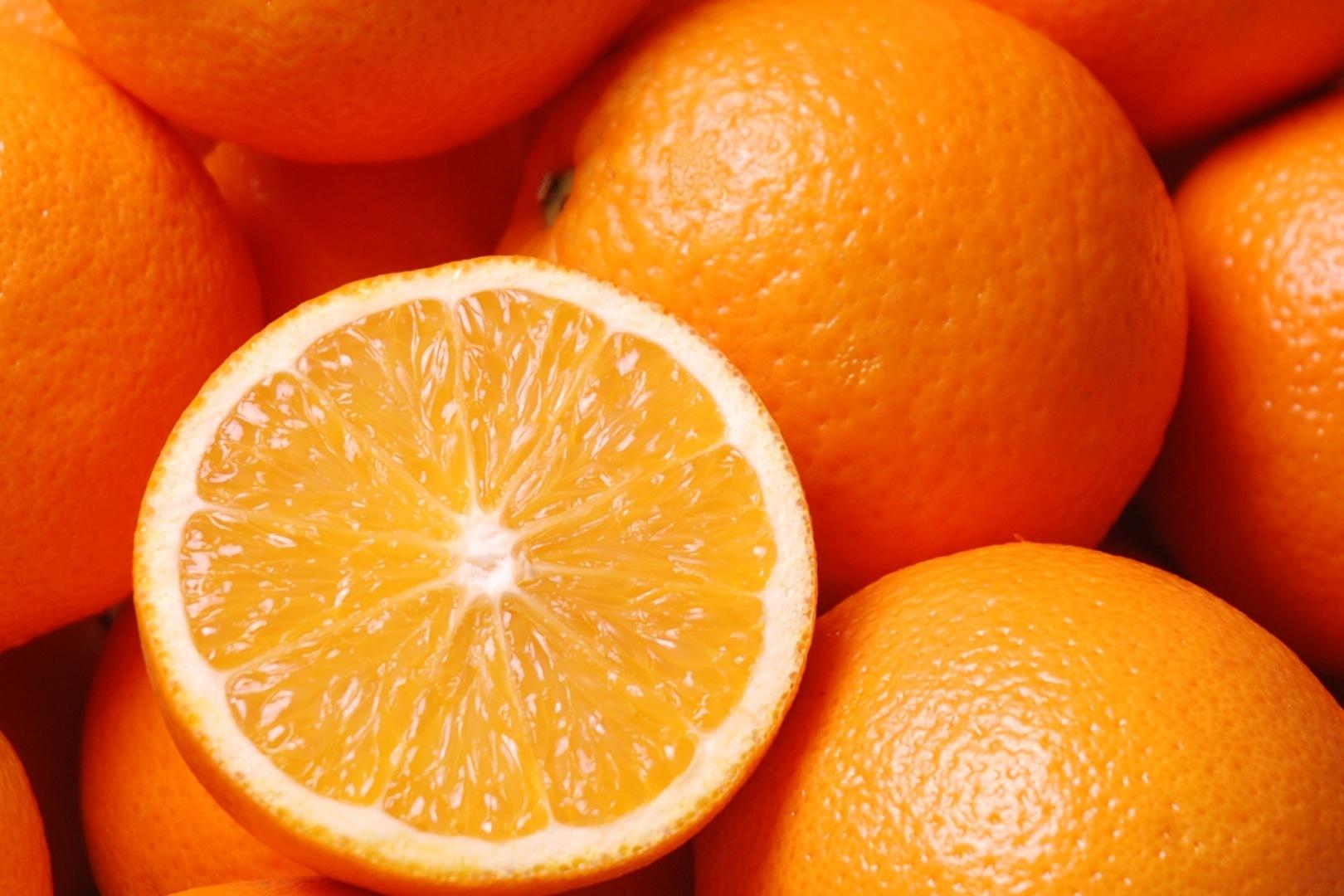 4 motive să mâncăm (și) mai multe portocale