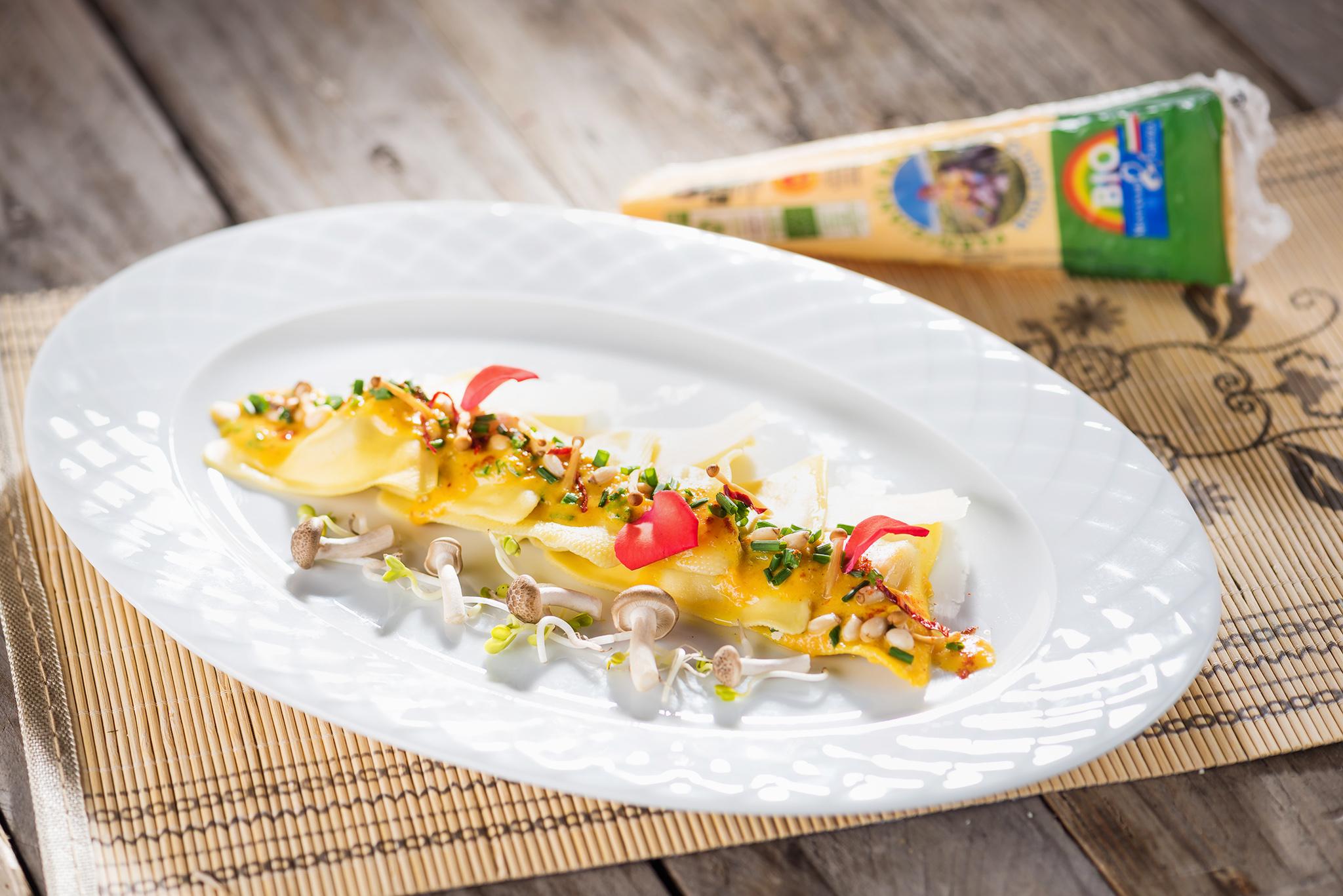 Ravioli cu tofu, trufe și sos de dovleac