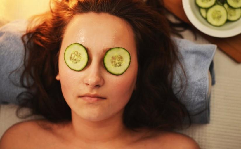 5 rețete de măști faciale din ingrediente naturale