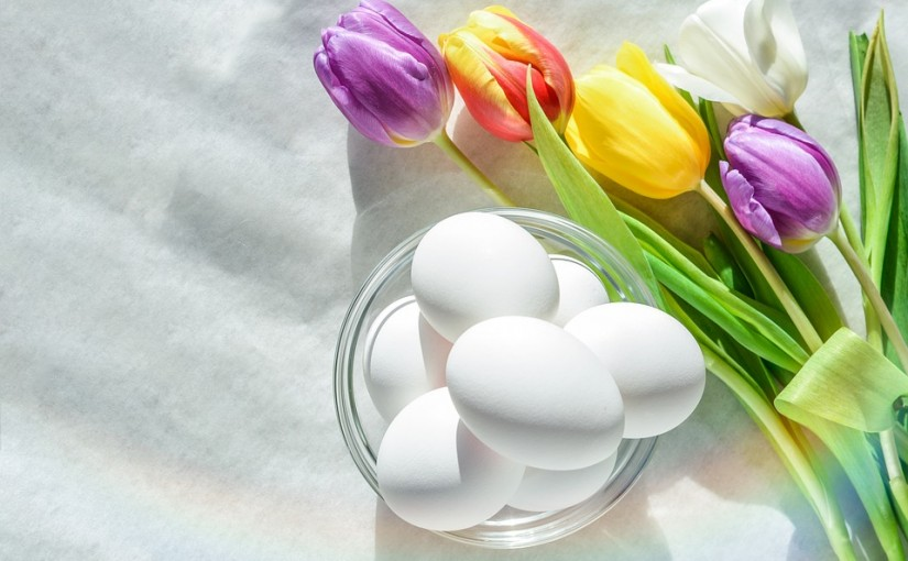 Cum vopsim ouăle de Paști folosind ingrediente naturale?