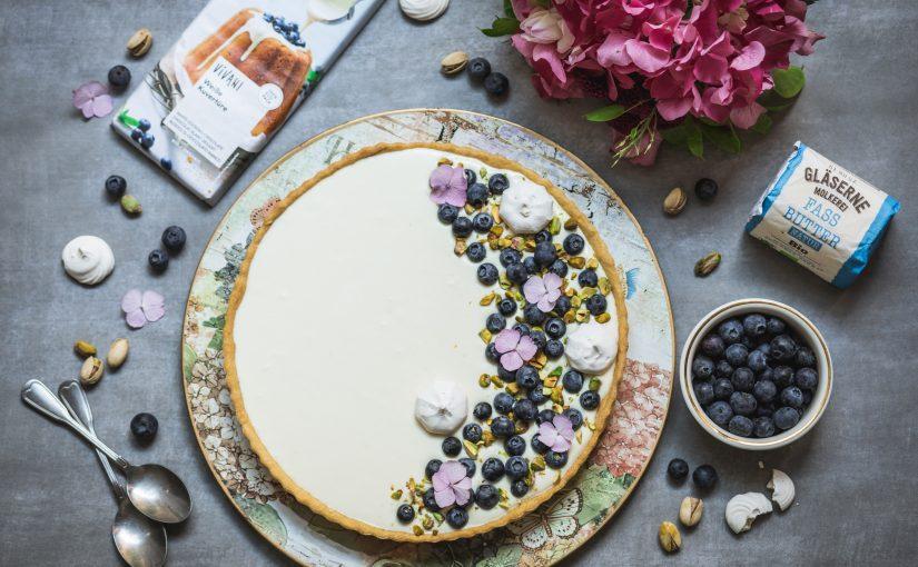 BIOidei: Tartă cu ciocolată albă, ricotta, afine și fistic