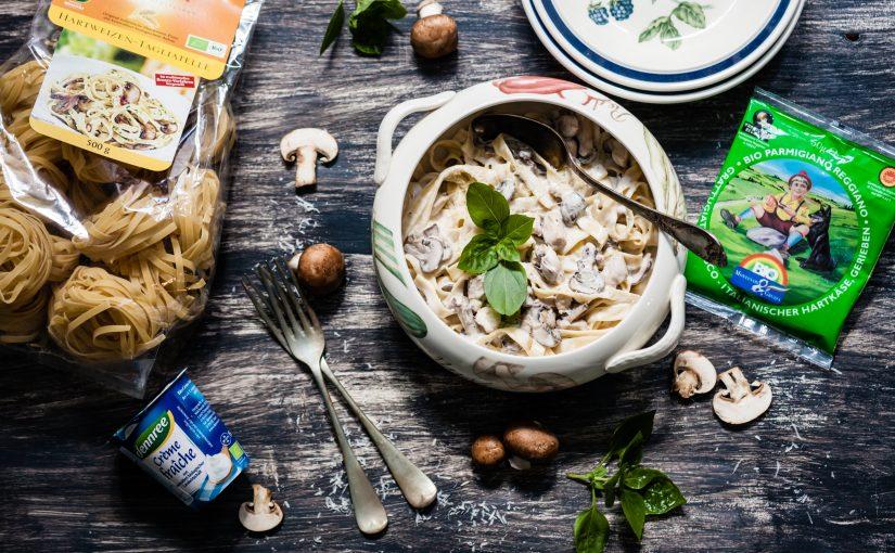 BIOidei: Tagliatelle cu pui, ciuperci brune și sos alb